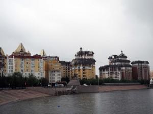 Moderne Viertel am Fluss
