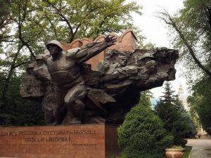 Denkmal im Park der 28 Panfilov-Gardesoldaten